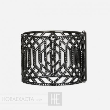 Joyería Karl Lagerfeld. Brazalete Essential Cristales Negros Swarovski® 48 mm. de Ancho
